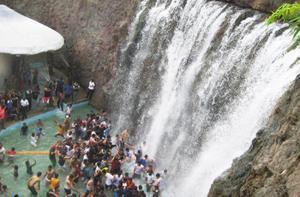 Virtual waterfall at Vismaya water theme park