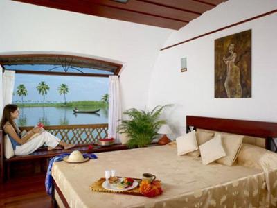 Luxury Houseboats in Kerala
