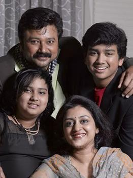 Jayaram and Parvathy with children