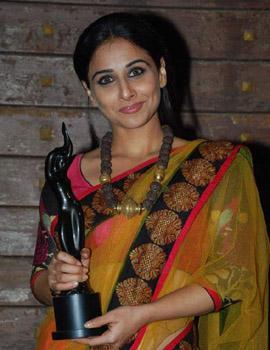 Vidya Balan with a Filmfare award