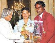 I.M Vijayan receives award