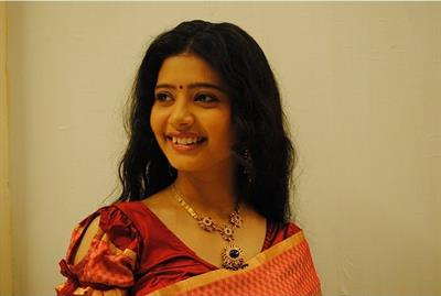 Ena Saha, Sunny Wayne's lady love in Neelakasham Pachakadal Chuvannabhoomi