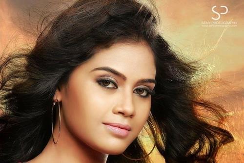 Neeyum Pinne Njaanum malayalam movie: Sneha Unnikrishnan heroine