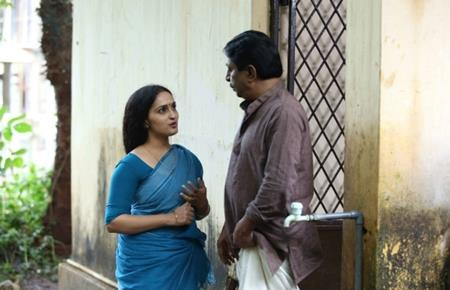 Nagaravaridhi Naduvil Njan Malayalam Movie - Sreenivasan and Sangeetha 3