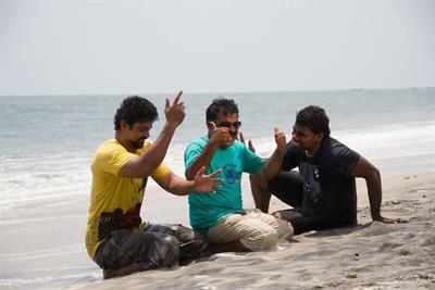 Onnum Onnum Moonu Malayalam Movie Stills