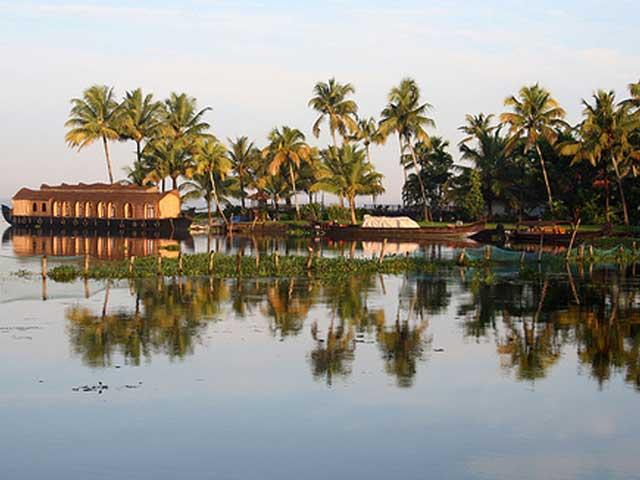 [Image: 2814-4136-Vembanad-Lake-1.jpg]