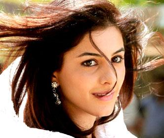 Isha Talwar in Thattathin Marayathu Malayalam Movie