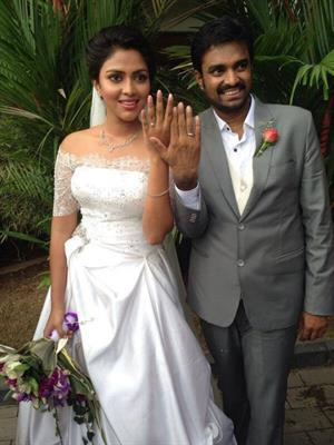 amala paul vijay engagement photos